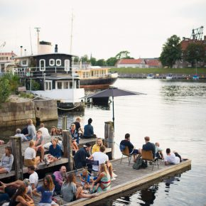 La Banchina: Wine, dinner and great atmosphere at the pier at Refshalvøen